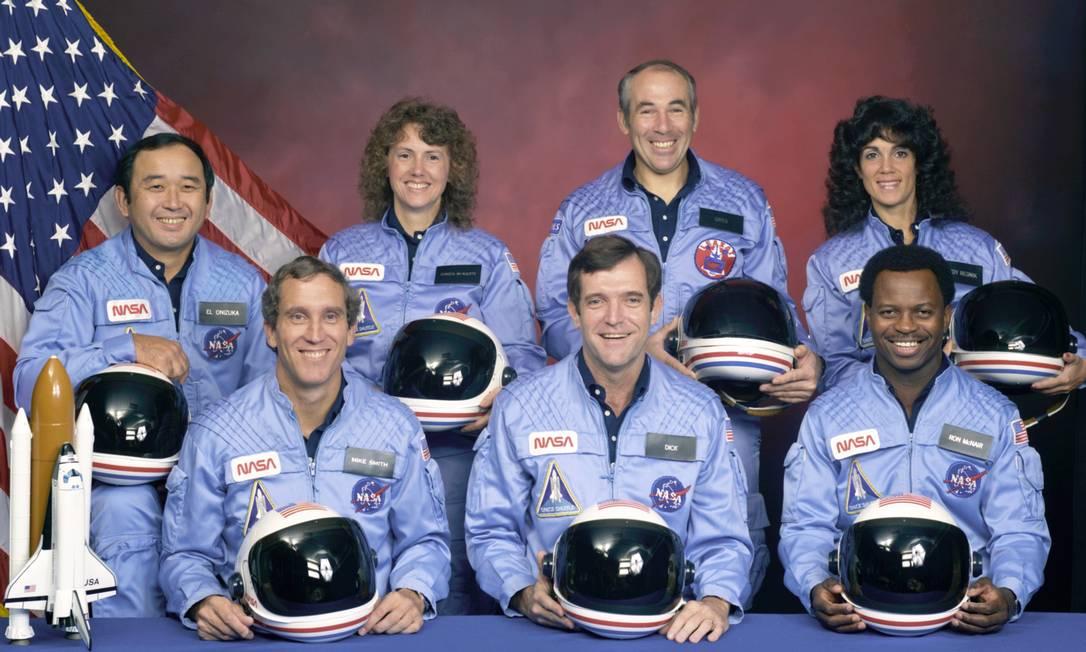 Há 30 anos, em 28 de janeiro de 1986, sete astronautas - entre eles Christa McAuliffe, uma professora de New Hampshire, a primeira civil enviada ao espaço (à esquerda) - decolaram a bordo do ônibus espacial Challenger Divulgação / Nasa