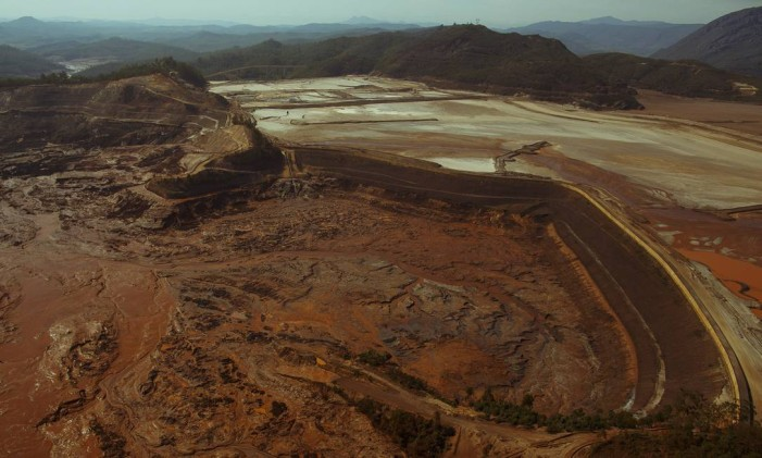Barragem de Fundão rompeu em novembro Foto: Daniel Marenco/ 06-11-2015/ Agência O Globo