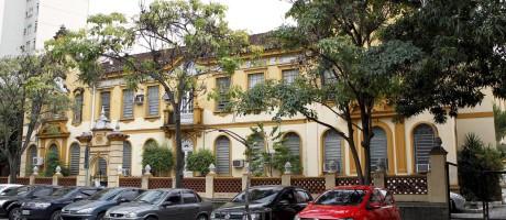 A fachada da Escola de Medicina da Unirio, no Rio de Janeiro Foto: Marcelo Piu / Agência O Globo / 6-4-2015