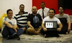 Alunos da Unicarioca se reúnem em grupo para desenvolver jogos educativos Foto: Agência O Globo / Guilherme Leporace