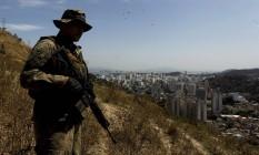 Ação da Polícia Militar em agosto de 2015 no Morro do Cruz terminou com dois mortos Foto: Gabriel de Paiva 19-08-2015 / Agência O Globo
