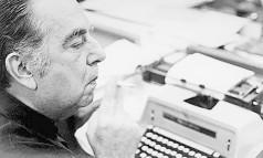 Nelson Rodrigues (nesta imagem, na redação do jornal O Globo) terá três livros lançados em Portugal, dois na França e um acaba de ser lançado em Israel Foto: Antonio Carlos / Antonio Carlos (07.03.1973)