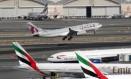 Avião da Qatar Airways decola perto de aeronaves da Emirates Foto: Reprodução / Wikipedia