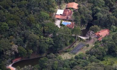 Imagem aérea do Sítio Santa Bárbara, em Atibaia: propriedade, que pertence aos sócios do filho de Lula, é alvo de investigação; suspeita é de que a construtora Odebrecht bancou obra Foto: Jefferson Coppola/Veja/21-04-2015