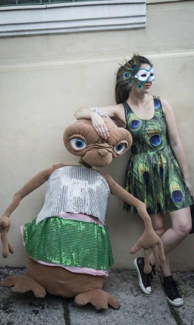 O E.T. também foi conferir a folia do bloco, em Santa Teresa Fernando Lemos / Agência O Globo