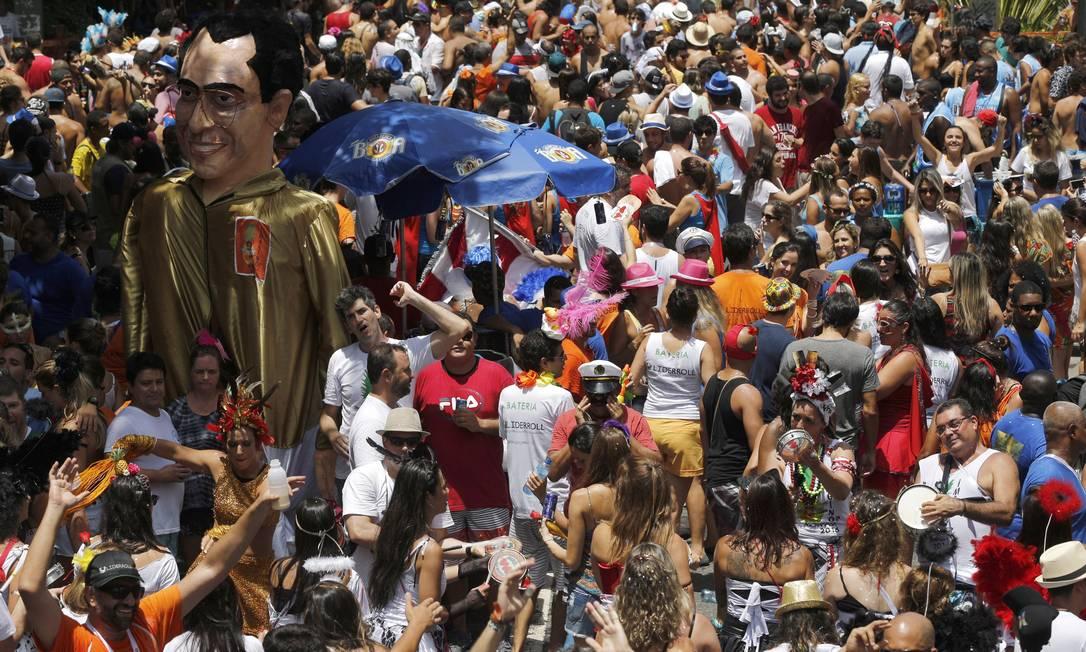 Multidão toma conta da Rua José Linhares na saída do bloco Gabriel de Paiva / Agência O Globo