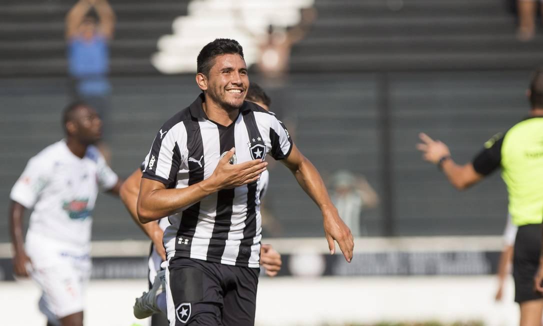 Gervásio Nuñez comemora o primeiro gol do Botafogo Hermes de Paula / Agencia O Globo