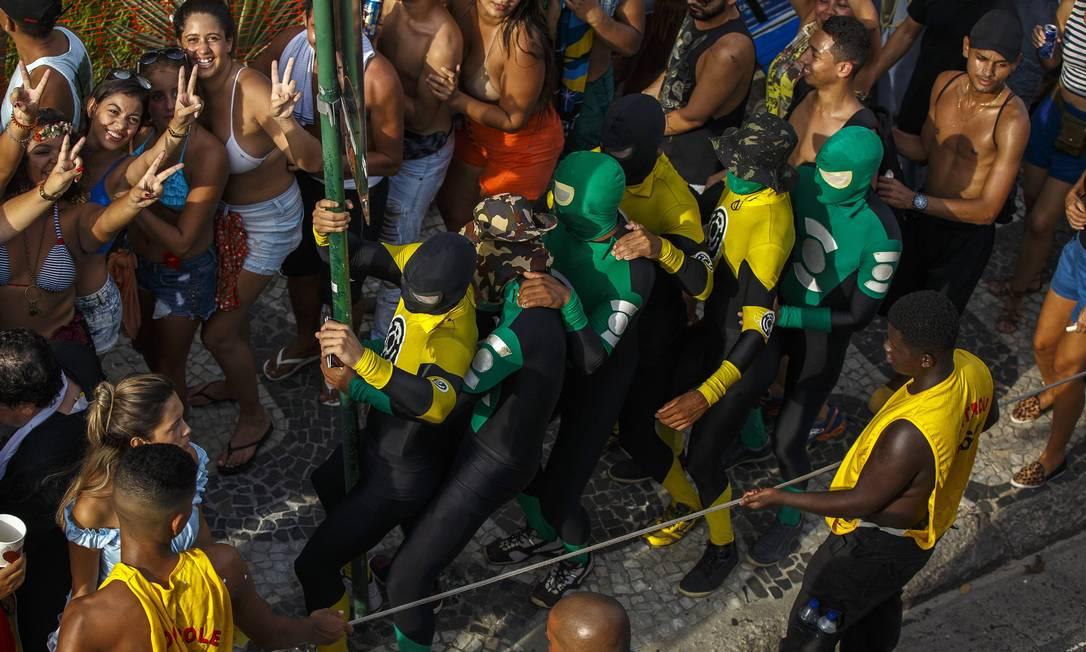 Grupos seguem o bloco ao lado da corda Daniel Marenco / Agencia O Globo / Agência O Globo