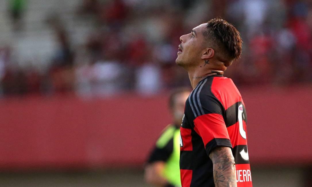 Guerrero olha para o horizonte na partida contra o Boavista, em Edson Passos Márcio Alves / Agência O Globo
