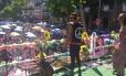 Foliões lotam o Largo de São Francisco no Centro