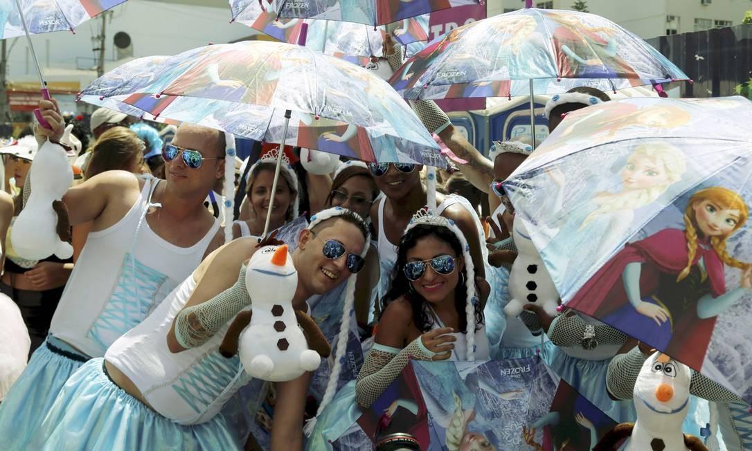 Conhecido pela criatividade nas fantasias em grupo, o bloco realizou seu 31º desfile Foto: Gabriel de Paiva / Agência O Globo