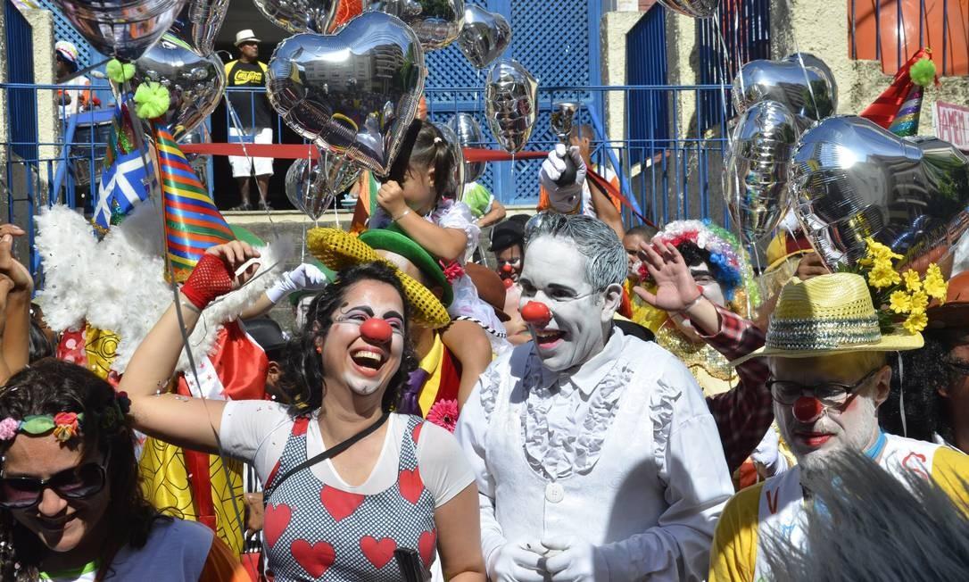 Mantendo a tradição, os palhaços desfilavam fazendo brincadeiras Foto: Alexandre Macieira / Riotur
