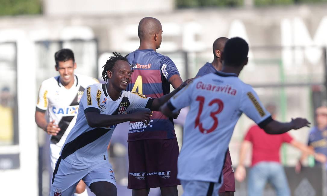 Andrezinho corre para comemorar o segundo gol do Vasco em São Januário Márcio Alves / Agência O Globo