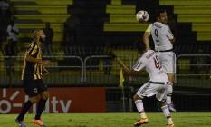Fred, que teve atuação apagada, apesar do gol de pênalti no fim, cabeceia a bola no Estádio da Cidadania Foto: Divulgação