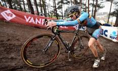 A belga Femke Van Den Driessche disse que competiu com a bicicleta de um amigo e não cometeu fraude Foto: AFP