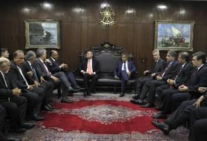 O presidente do Senado, Renan Calheiros (PMDB-AL) durante reunião com governadores de estados, no Senado Foto: Givaldo Barbosa / Agência O Globo