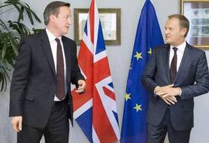 David Cameron e Donald Tusk chegaram a acordo sobre permanência do Reino Unido no bloco Foto: POOL / REUTERS