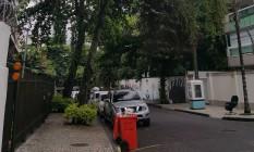 Moradores reclamam de falta de poda em árvores na Barra Foto: Foto do leitor Álvaro Junqueira Moneró / Eu-Repórter