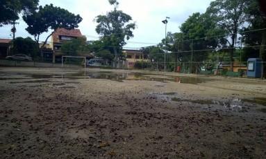 Moradores reclamam do abandono da Praça Pública Vista Chinesa, em Jacarepaguá. Foto: Foto do leitor Nelson de Souza Albuquerque / Eu-Repórter