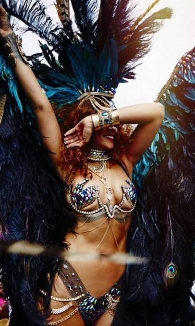 Para curtir um festival em Barbados, sua terra natal, Rihanna ostentou um look digno de rainha de bateria da Sapucaí Reprodução do Instagram/Rihanna