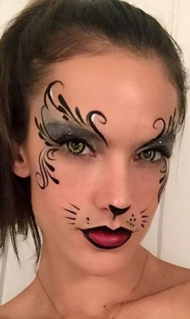 Alessandra Ambrósio provou que a maquiagem pode ser a sua melhor fantasia com o make de gatinha para o Halloween 2015 Reprodução do Instagram/Alessandra Ambrósio