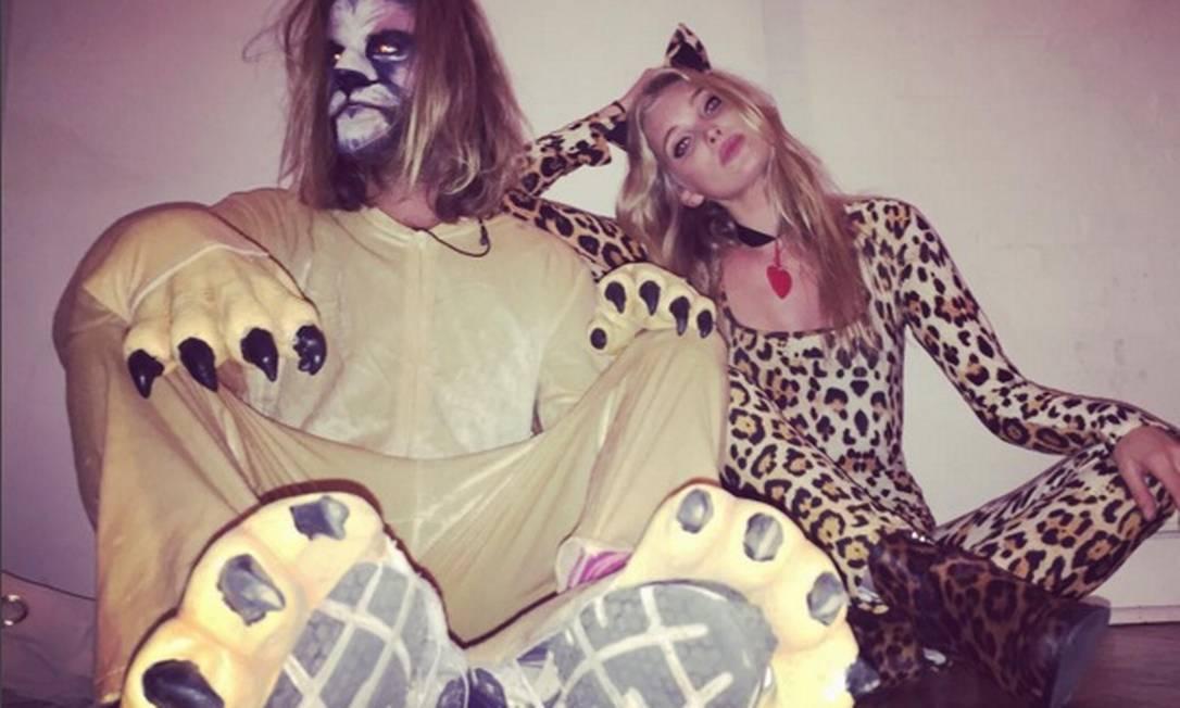 Elsa Hosk, a angel que veio do frio, exibiu todo o seu charme em um macacão de oncinha durante o Halloween Reprodução do Instagram/Elsa Hosk