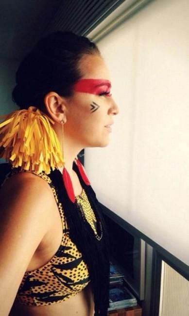 A cantora Roberta Sá deu um toque moderno para sua fantasia de índia Reprodução do Instagram/Roberta Sá