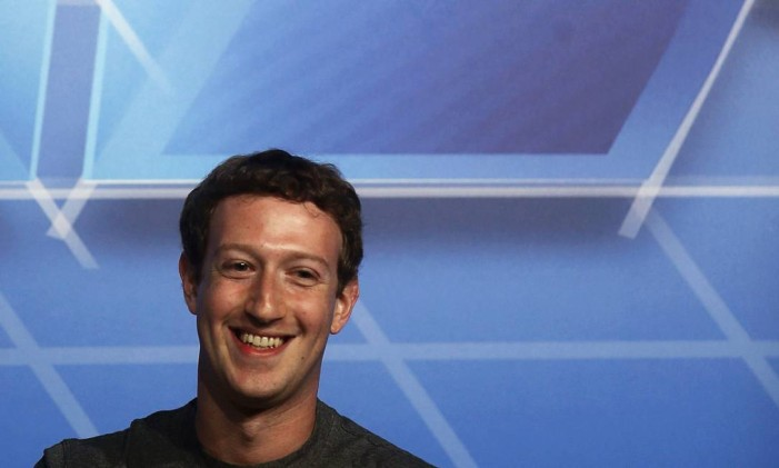 Valorização das ações do Facebook aumentou a fortuna de Mark Zuckerberg em US$ 4,2 bilhões este ano Foto: ALBERT GEA / REUTERS