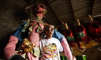 Raul Marinho é o presidente do bloco Bonecas Deslumbradas de Olaria Foto: Guilherme leporace / Agência O Globo