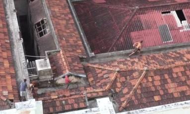 Crianças e adolescentes invadem prédio do Cinema Icaraí e assaltam prédios vizinhos. Foto: Foto de leitor / Eu-Repórter