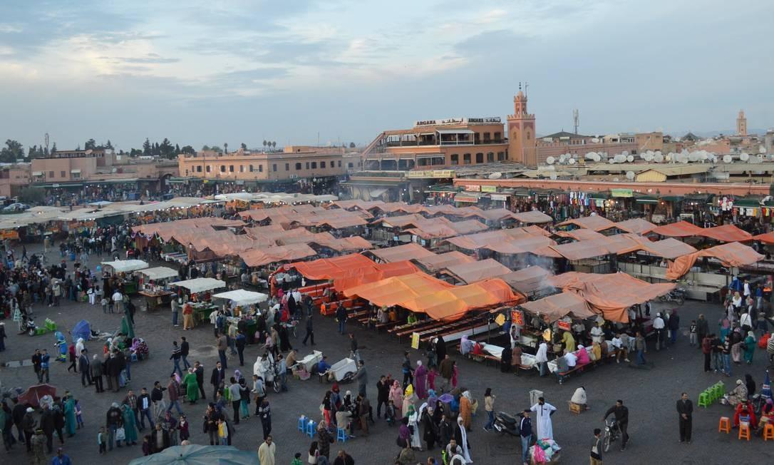 Para se entender o Marrocos, é preciso conhecer, Marrakech, a cidade mais turística do país. E para compreender Marrakech, é preciso visitar a vibrante praça Djemaa El Fna Foto: Silvia Amorim / Agência O Globo