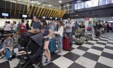 Com os atrasos dos voos, filas de passageiros se formaram no Aeroporto de Gongonhas Foto: Agência O Globo