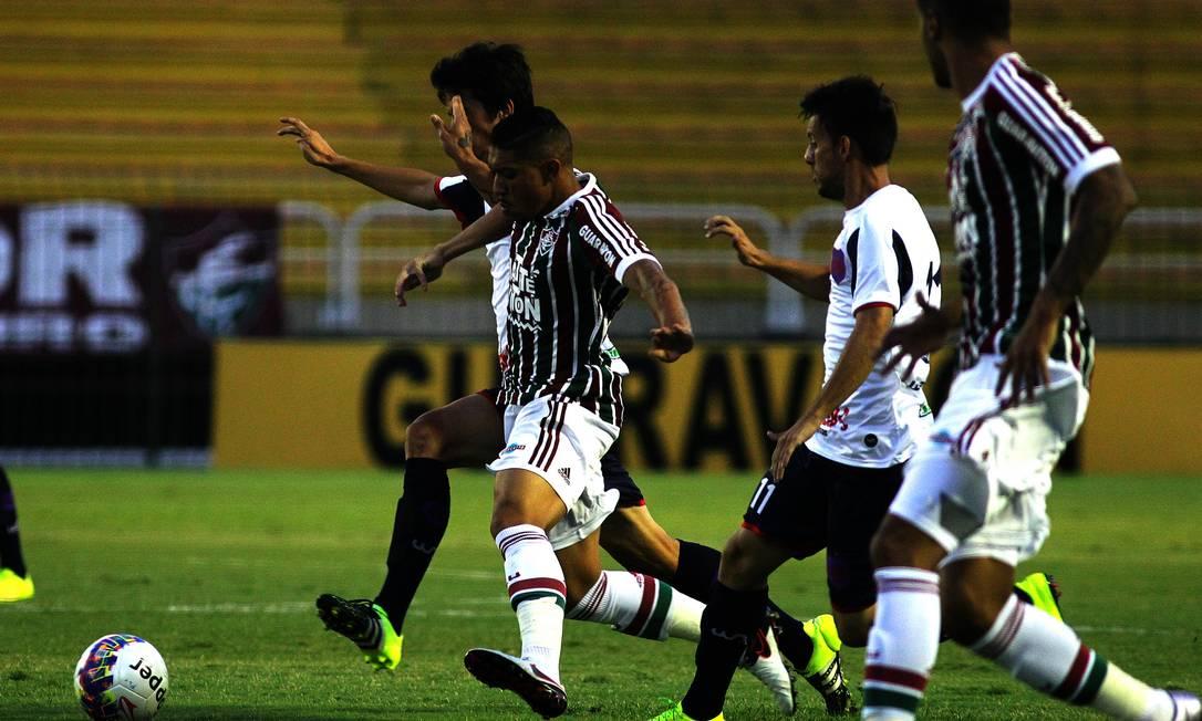 Bonsucesso aperta a marcação na partida contra o Fluminense, em Volta Redonda Divulgação