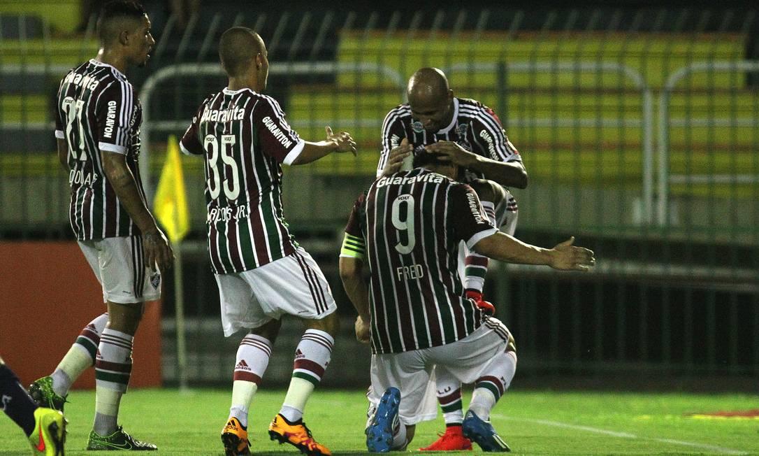 Fred agradece a Wellington Silva o passe para o quarto gol Divulgação