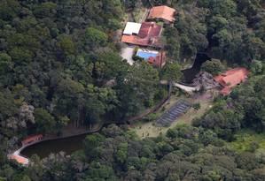 Imóvel investigado. Vista aérea do sítio em Atibaia, frequentado pelo ex-presidente Lula: compra de cozinha pela construtora OAS aumenta a suspeita de ligação com tríplex Foto: Jefferson Copppola/Veja