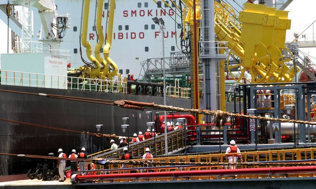 Resultado de imagem para importa petróleo navio tanque
