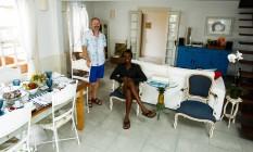 Bonsuelle (à esquerda) e Fernandes atendem no La Maison de Vacances, onde o café da manhã não tem hora para acabar Foto: Bárbara Lopes / Agência O Globo