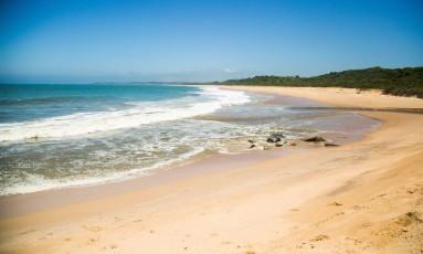 A Praia das Pedrinhas fica entre a Praia de Itapebussus, em Rio das Ostras, e a do Pecado, em Macaé Foto: Bárbara Lopes / Agência O Globo