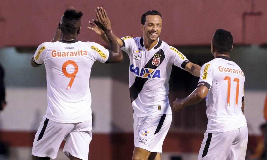 Nenê comemora com Riascos e Jorge Henrique Marcelo Theobald / Agência O Globo