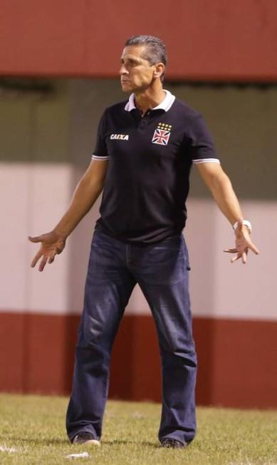 Jorginho, técnico do Vasco, gesticula na partida contra o América Marcelo Theobald / Agência O Globo