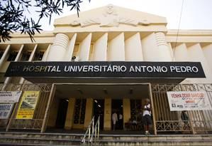 Fachada do Hospital Antonio Pedro em Niterói Foto: Guilherme Leporace / Agência O Globo / 26-1-2016