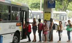 Aumentos nas tarifas de ônibus foram um dos itens que puxaram a inflação para cima Foto: Fabiano Rocha / Agência O Globo