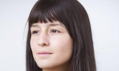 Cara limpa. Modelo e DJ Larissa Busch, de 20 anos, deixou de usar maquiagem para evitar ter que corrigir imperfieções futuras Foto: Mônica Imbuzeiro / Agência O Globo