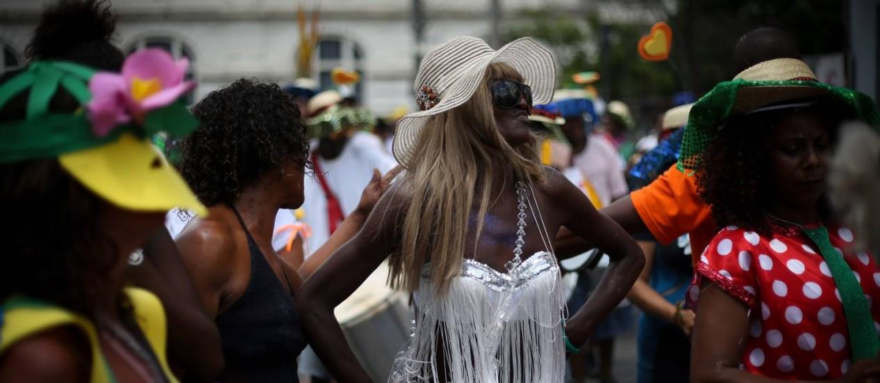 As fantasias foram feitas pelos próprios dependentes químicos em oficinas de arte Foto: Marcos Alves / Agência O Globo