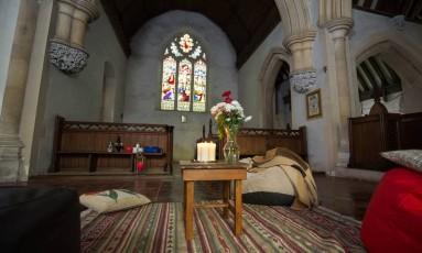 Interior da Igreja St. Peter, aberta para hospedagem champing, em Claydon, no Condado de Suffolk, na Inglaterra Foto: Joseph John Casey / Divulgação