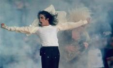 Michael Jackson durante aporesentação no intervalo do Super Bowl de 1993: um dos shows inesquecíveis da final da NFL Foto: Rusty Kennedy / AP