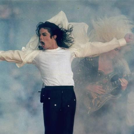 Michael Jackson durante apresentação no intervalo do Super Bowl de 1993: um dos shows inesquecíveis da final da NFL Foto: Rusty Kennedy / AP