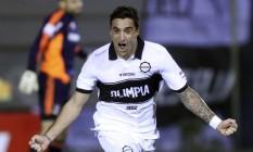 Salgueiro comemora gol pelo Olimpia sobre o Fluminense Foto: MARIO VALDEZ / REUTERS