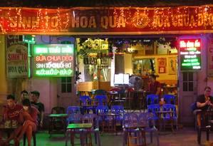 Bar no Old Quarter de Hanói, no Vietnã Foto: Juarez Becosa