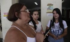 Dor. Margarete (à esquerda) com a filha Camilla (à direita), mulher de Jonas, no Hospital Universitário Antônio Pedro, em Niterói Foto: Marcelo Carnaval